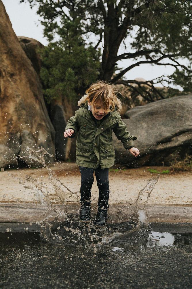 Kid splashing water